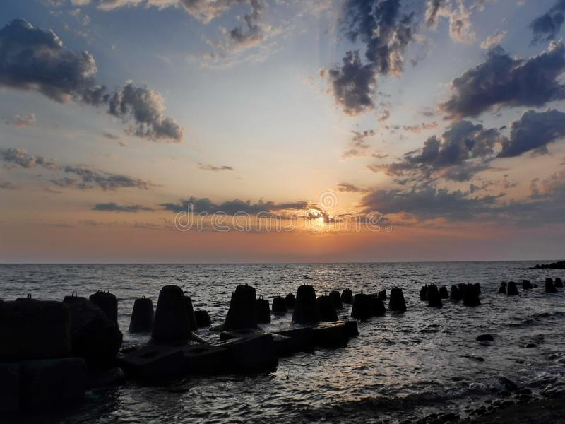 Ursnygga solnedgångar av Blacket Sea! Overklig skönhet verkar för att vara en vanlig händelse royaltyfri fotografi