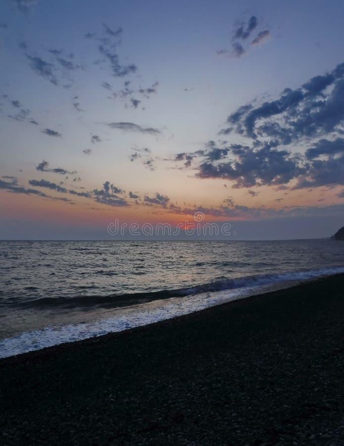 Ursnygga solnedgångar av Blacket Sea! Overklig skönhet verkar för att vara en vanlig händelse arkivbilder