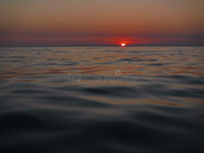 Ursnygga solnedgångar av Blacket Sea! Overklig skönhet verkar för att vara en vanlig händelse arkivbild