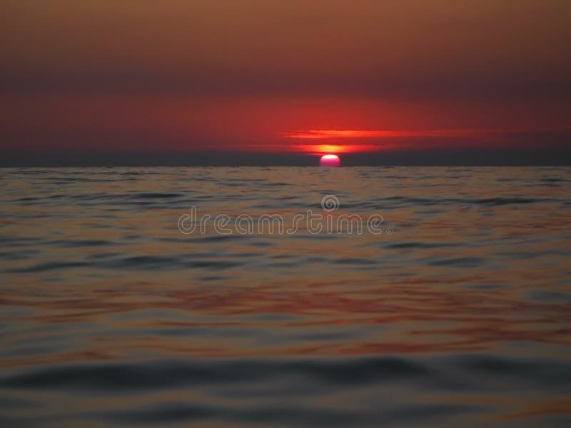 Ursnygga solnedgångar av Blacket Sea! Overklig skönhet verkar för att vara en vanlig händelse fotografering för bildbyråer