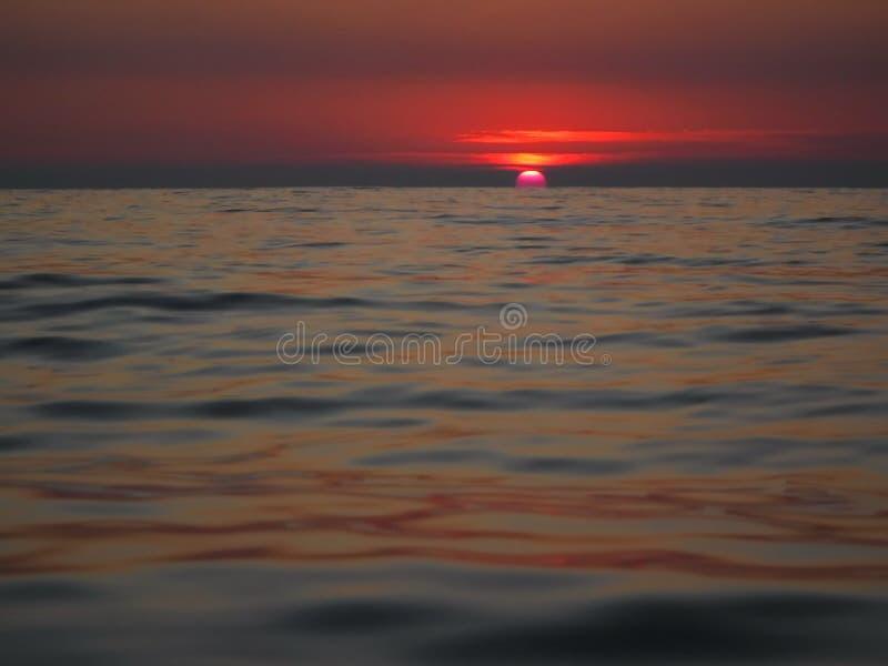 Ursnygga solnedgångar av Blacket Sea! Overklig skönhet verkar för att vara en vanlig händelse royaltyfria bilder