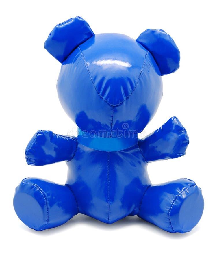 Urso azul do brinquedo do látex isolado no fundo branco imagens de stock royalty free