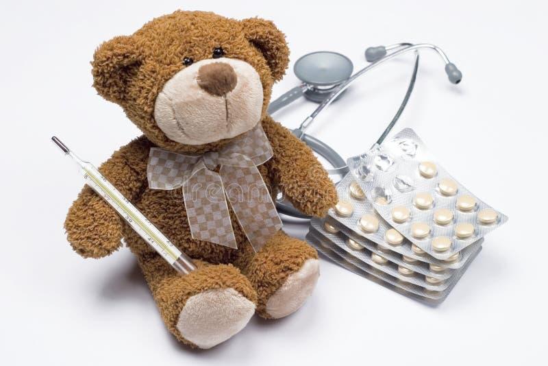 Urso da peluche como um doutor fotografia de stock royalty free