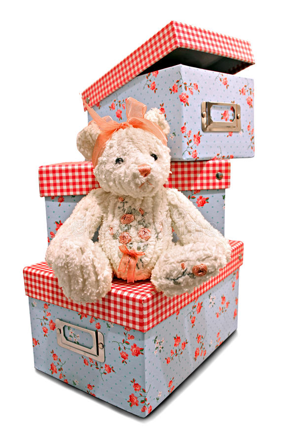 urso e caixas de brinquedos de peluche do candlewick imagens de stock