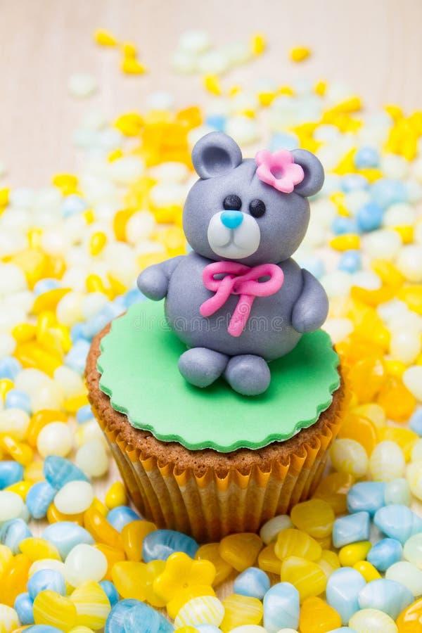 Urso e grânulos imagens de stock royalty free