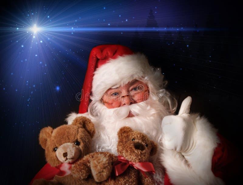 Ursos de peluche de sorriso do brinquedo da terra arrendada de Santa foto de stock royalty free