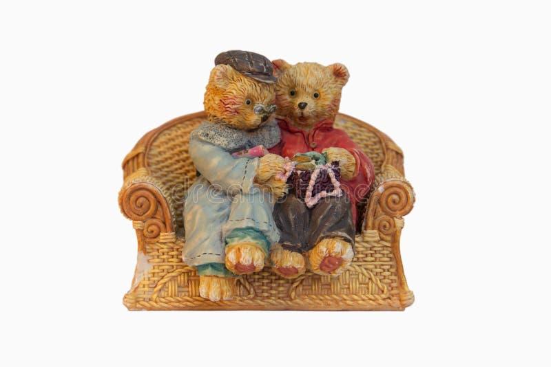 Ursos de peluche que sentam-se em um sofá fotografia de stock royalty free