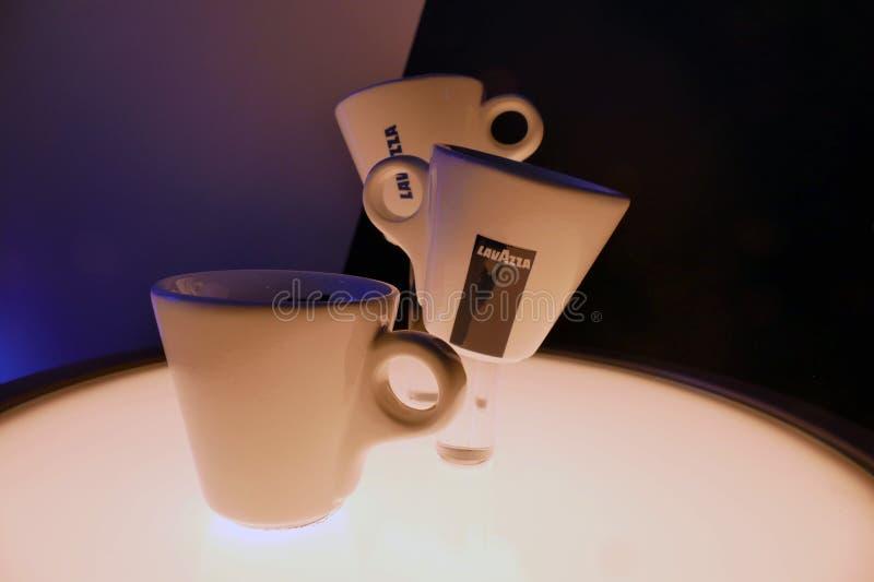 Ursprüngliche Espresso-Kaffeetassen Lavazza italienische lizenzfreies stockfoto