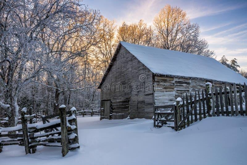 Ursprüngliche Scheune, Winter szenisch, Nationalpark Cumberlands Gap lizenzfreie stockbilder