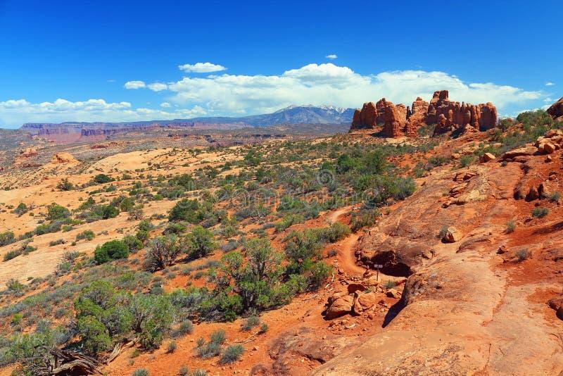 Ursprüngliche Spur und Felsformationen in Windows-Abschnitt, wölbt Nationalpark, Utah lizenzfreie stockbilder