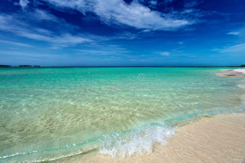 Ursprünglicher kubanischer Strand in Cayo-Cocos lizenzfreie stockfotografie