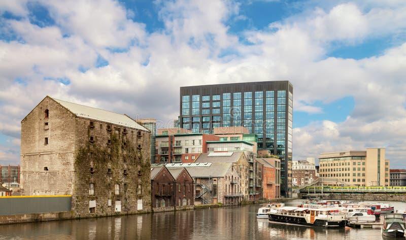 Ursprünglicher und geüberholter Dublin Docklands oder Silikon koppelt nachher an stockfoto