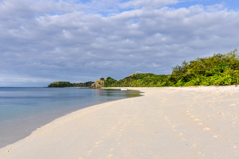 Ursprunglig strand på Mana Island, Fiji royaltyfri foto