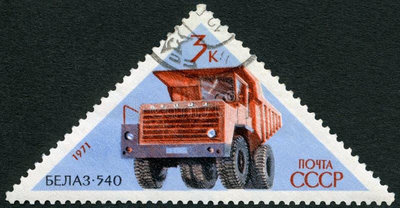 URSS - 1971: caminhão do transporte de BelAZ 540 das mostras, carros do soviete da série imagem de stock