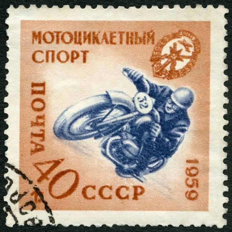 URSS - 1959: mostra o motociclista, raça da motocicleta, série que honra assistente voluntários do exército fotos de stock royalty free