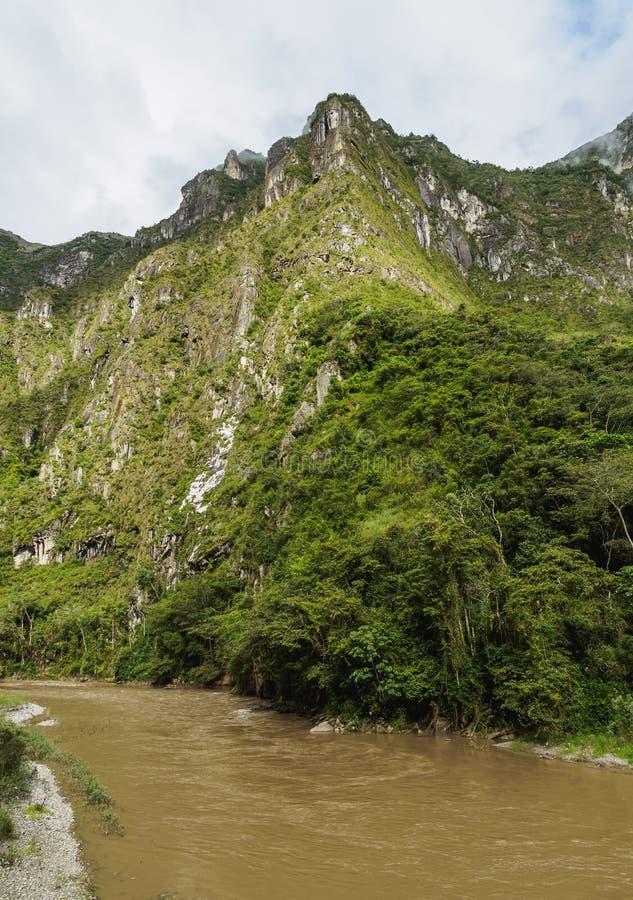 Urubamba flod i Peru fotografering för bildbyråer