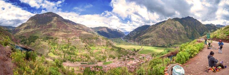 Download URUBAMBA PERU, GRUDZIEŃ, - 09: Panoramiczny Widok Urubamba Inka Święta Dolina, Grudzień 09, 2011 W Urubamba, Cusco, Peru Zdjęcie Editorial - Obraz złożonej z krajobraz, geologiczny: 41951566