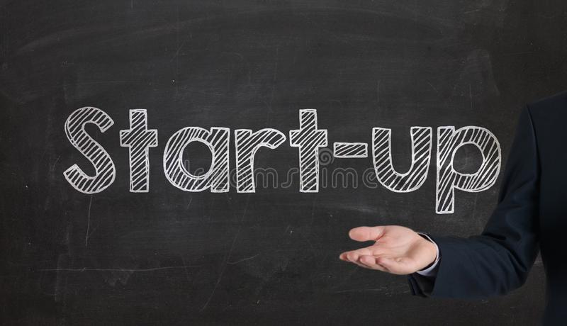 Uruchomienie - biznesu i innowaci pojęcie przedstawia na blackbo obrazy stock