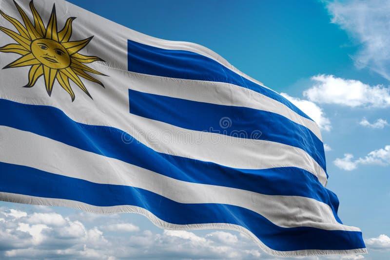 Uruguay-Staatsflagge, die realistische Illustration 3d des Hintergrundes des blauen Himmels wellenartig bewegt vektor abbildung