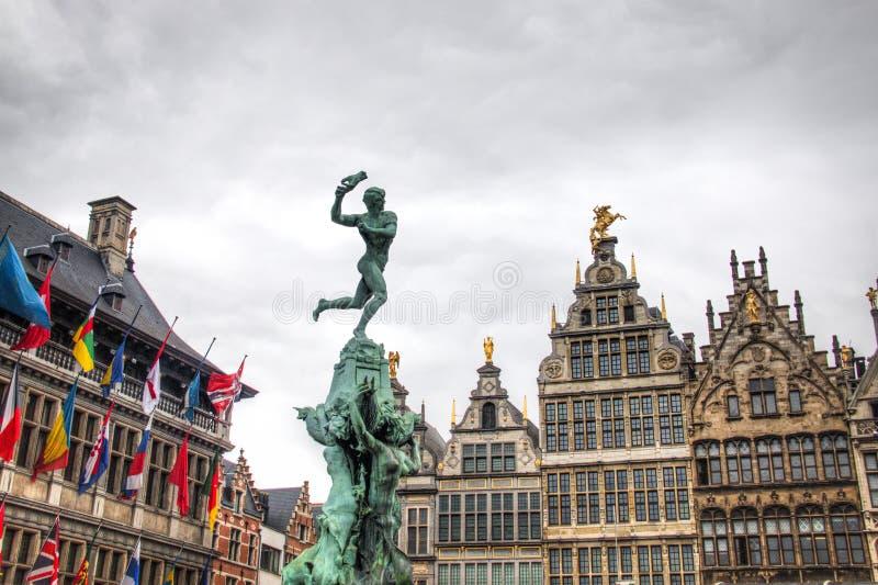 Urząd miasta Antwerp, Belgia i niektóre typowi budynki, obraz royalty free