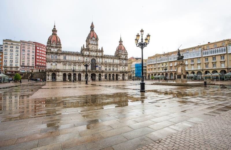Urząd Miasta i statua Maria Pita na kwadracie na Maria Pita popularnym urlopowym punkcie wśród miejscowych i turystów, Coruna, Hi zdjęcie stock