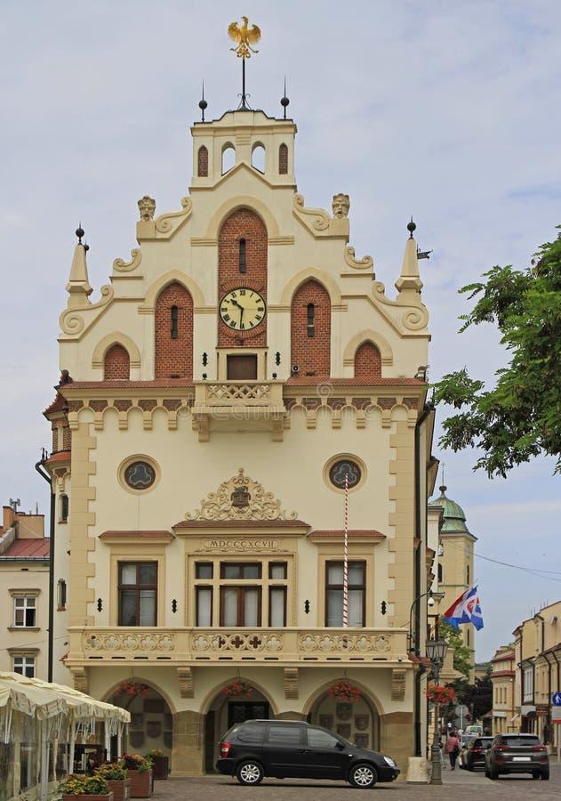 Urząd miasta na targowym kwadracie w Rzeszowskim, Polska zdjęcia stock
