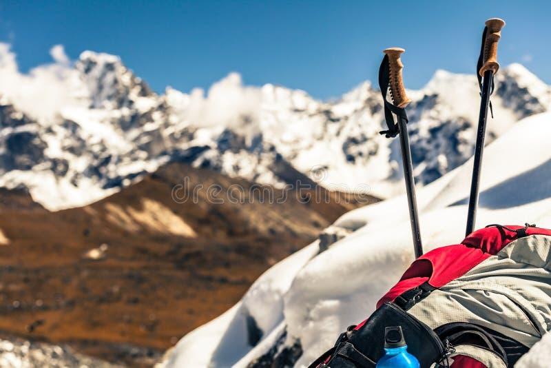 Urządzenia narciarskie i kempingowe w górach zdjęcia stock