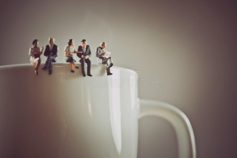 Urzędnicy ma kawową przerwę fotografia stock
