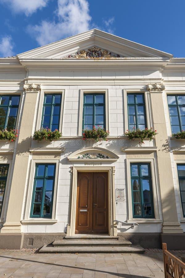 Urzędu miasta Esens portalu perspektywa fotografia stock