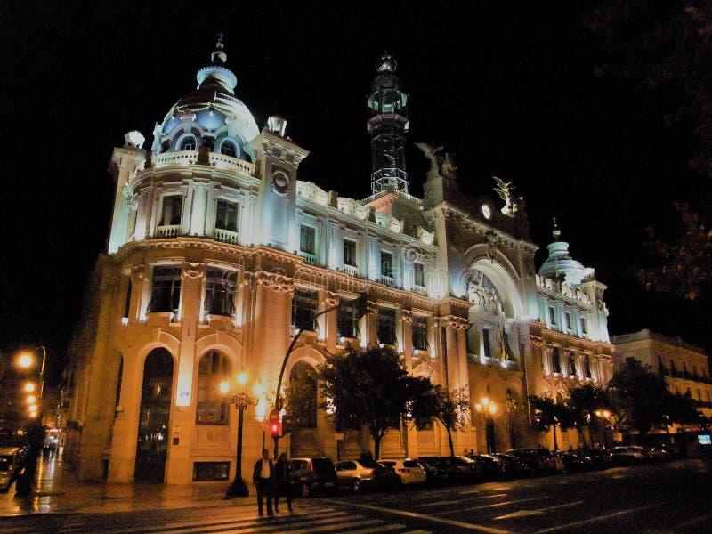 urzędu pocztowego budynek przy nocą w Walencja Hiszpania fotografia royalty free