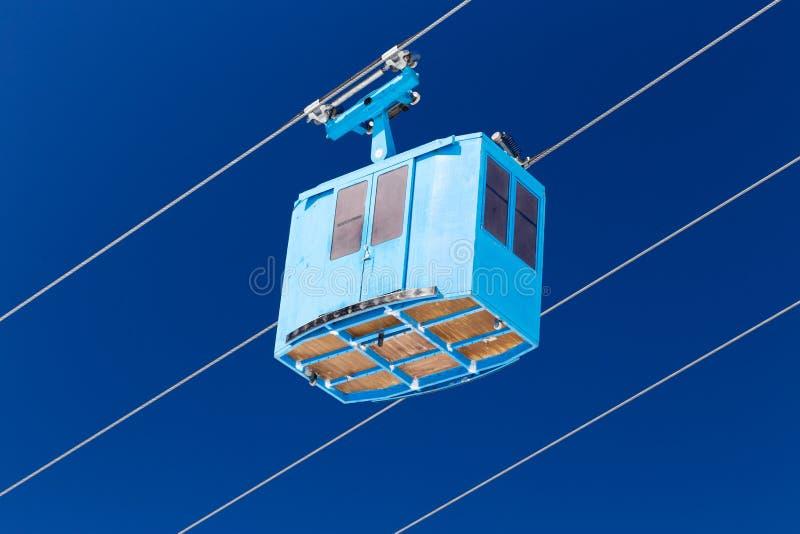 Usługowa techniczna kabina wagonu kolei linowej dźwignięcie przy ośrodkiem narciarskim zdjęcie royalty free