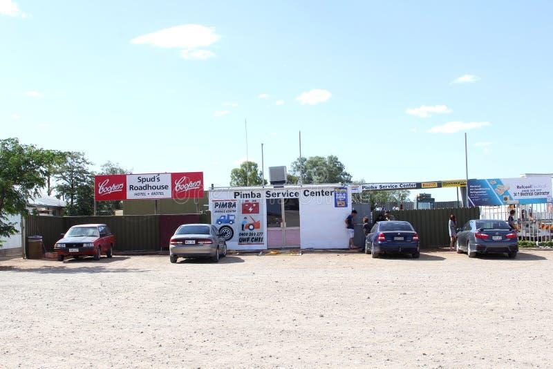Usługowego centrum reklama Spuds Roadhouse w Pimba, Południowy Australia zdjęcie royalty free