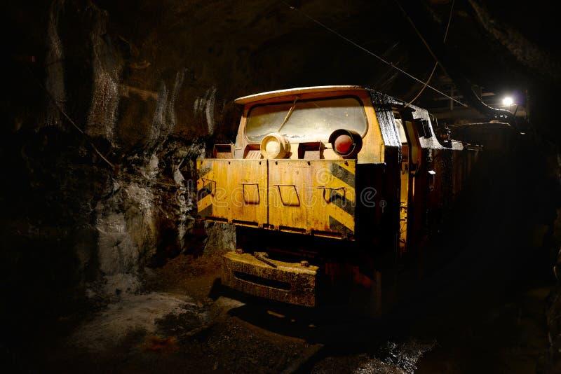 Usługowego pociągu inside górniczy łup zdjęcia royalty free