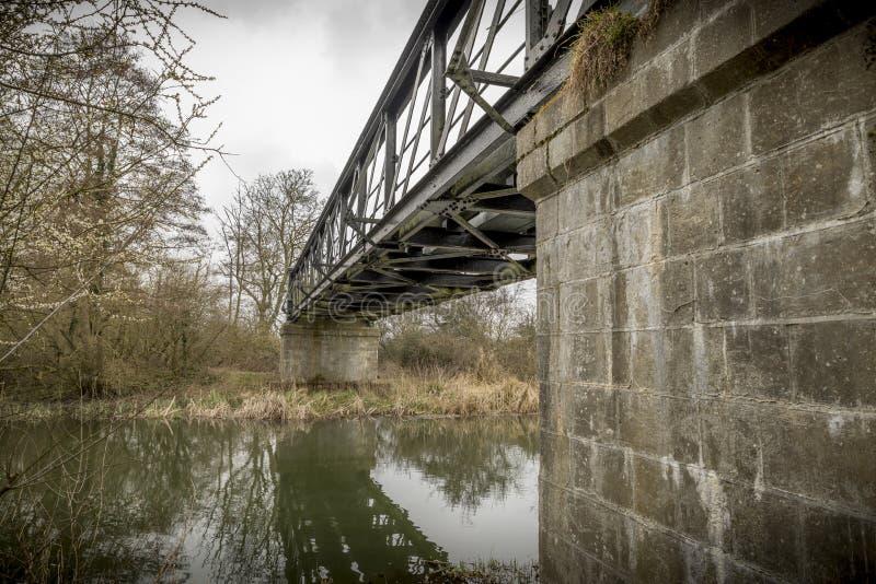 Usługowy most nad Rzecznym Chelmer w Essex obraz stock