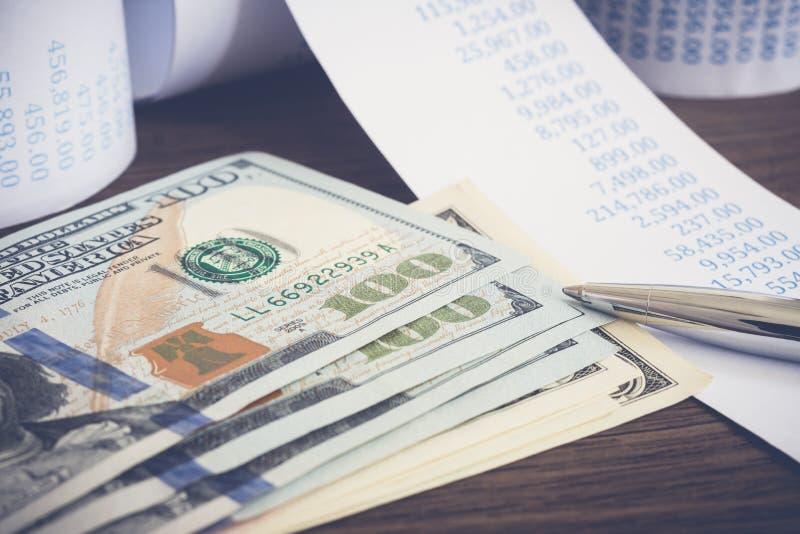 US-Banknotengeld dollor und Finanzwechsel stockfoto