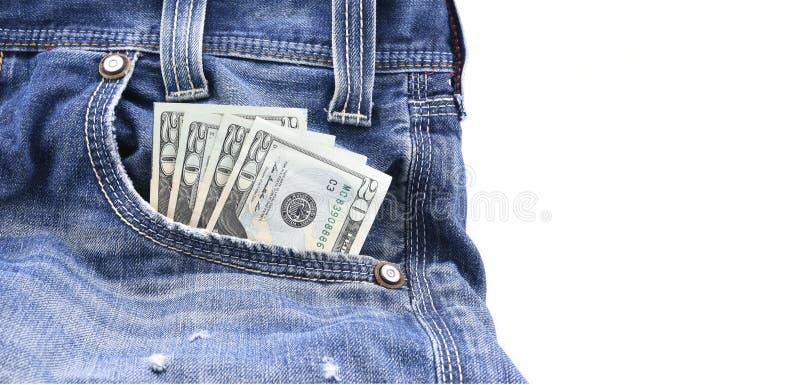 US dollar eller pengar i blå grov bomullstvilljeans stoppa i fickan, begreppet på förtjänstpengar som sparar pengar royaltyfri foto