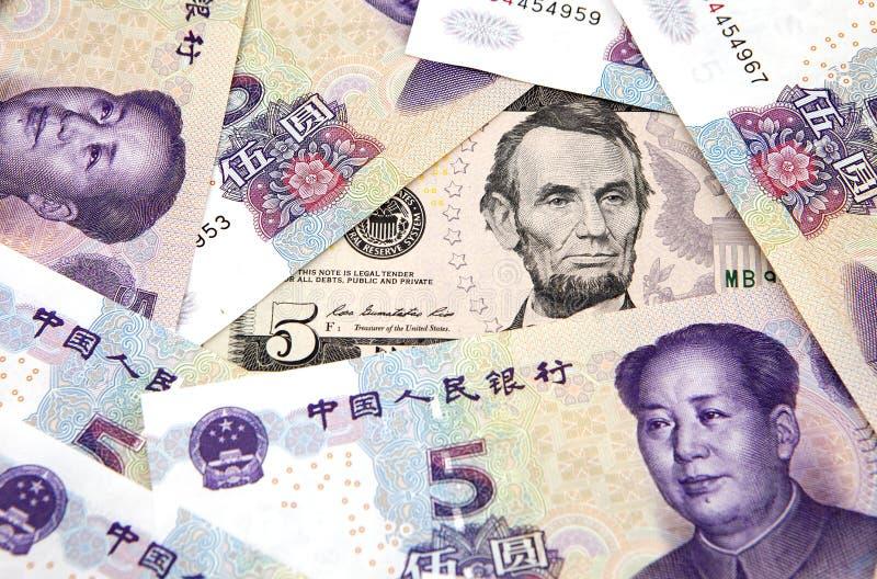 US dollar mot porslinyuan arkivfoto