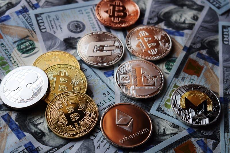 US dollar och cryptocurrency: Bitcoin Ethereum, Monero, Litecoin, krusning fotografering för bildbyråer