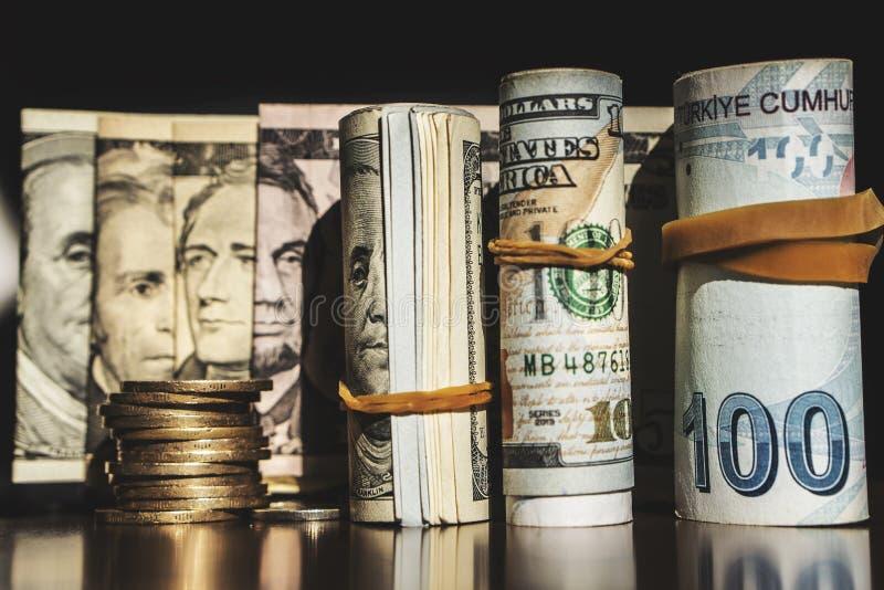 US dollar sedeltextur TexturUS dollar och turkiska pengar Bakgrund av olika dollarräkningar arkivfoton