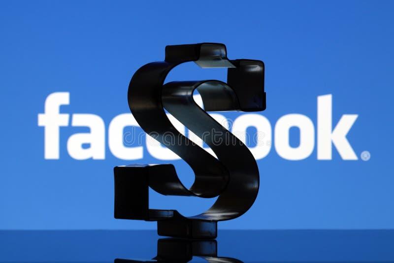 US dollartecken och Facebook logo fotografering för bildbyråer
