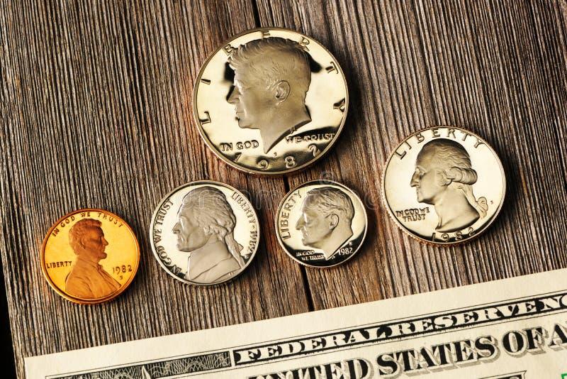 US-Geld über hölzernem Hintergrund stockbild