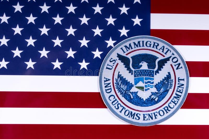 US-Immigration und Gewohnheits-Durchführung stockbilder