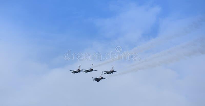 US-Luftwaffe Thunderbirds-Düsenflugzeuge stockfoto