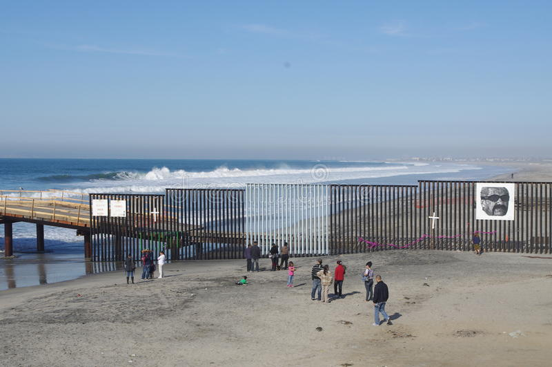 US-mexikan gräns i Tijuana arkivfoton