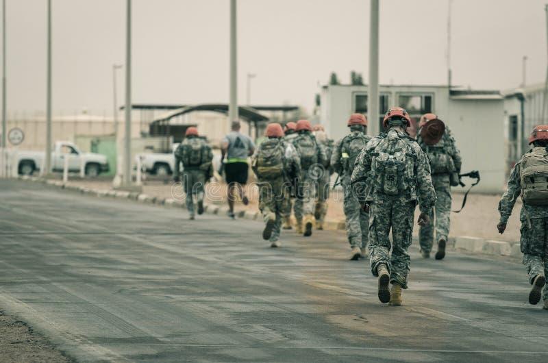 US-multinationale Truppe und Marschieren der Beobachter-MFO stockfotos