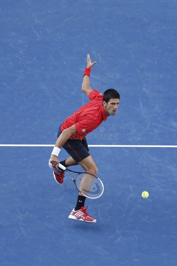 US Open 2013 finalista Novak Djokovic podczas definitywnego dopasowania przeciw mistrzowi Rafael Nadal obraz stock