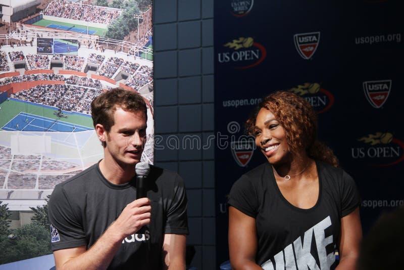 US Open 2012 Meister Serena Williams und Andy Murray an der Zeremonie 2013 des US Open-abgehobenen Betrages stockfotos