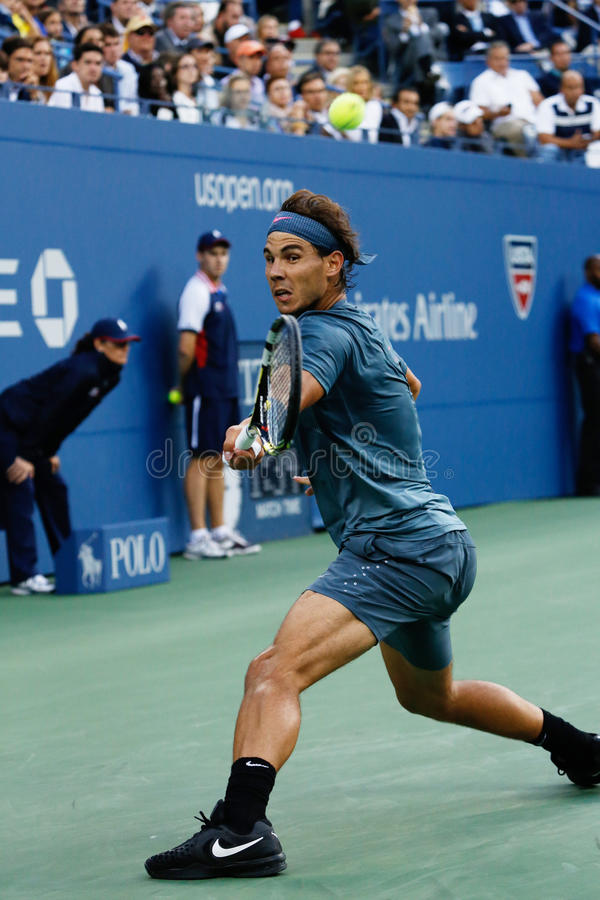 US Open 2013 mistrz Rafael Nadal podczas jego definitywnego dopasowania przeciw Novak Djokovic fotografia stock