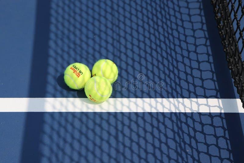 US Open Wilson tenisowa piłka przy Billie Cajgowego królewiątka tenisa Krajowym centrum w Nowy Jork obraz stock