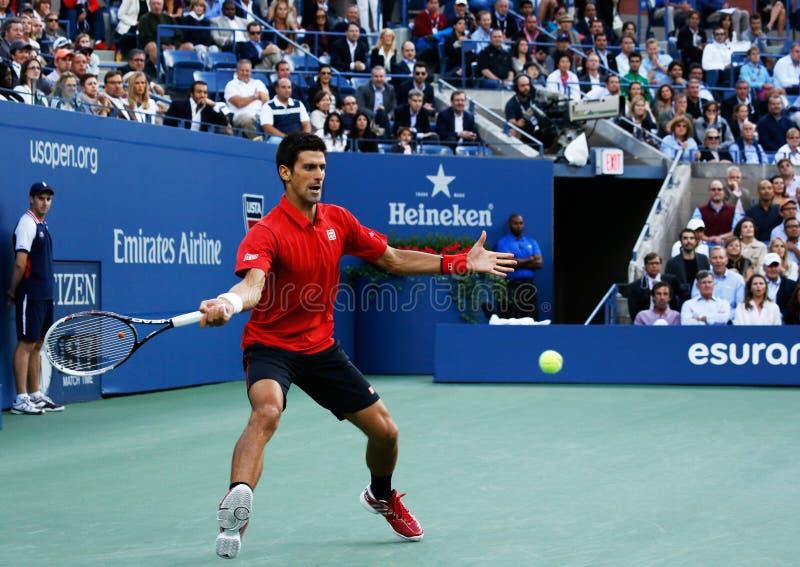 US Openfinalist 2013 Novak Djokovic under hans finalmatch mot mästaren Rafael Nadal royaltyfri foto
